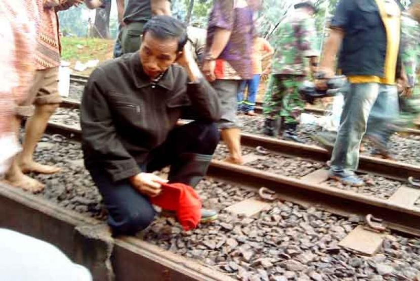 Jokowi meninjau tanggul yang jebol di Banjir Kanal barat