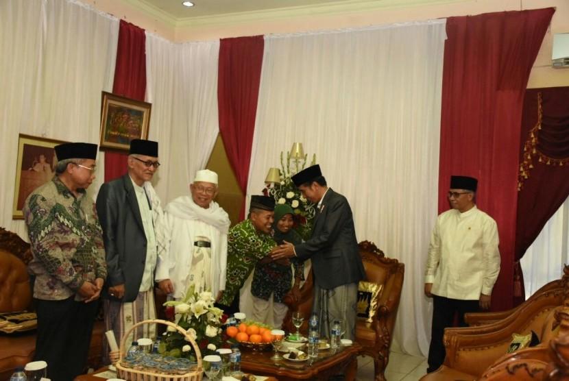 Jokowi Terima Batik dari Difabel Binaan NU Care-LAZISNU