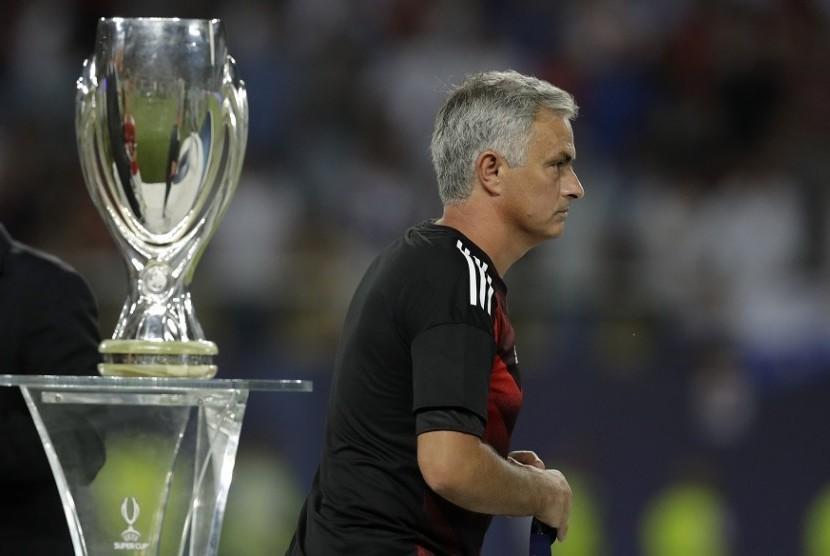 Ini Alasan Mourinho Berikan Medali Runner-Up kepada Fan MU