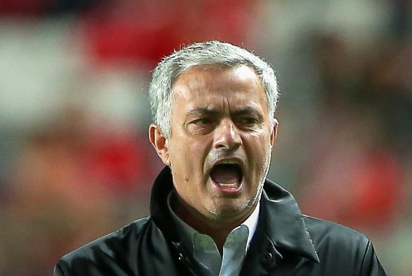 Kontrak Baru Mourinho di MU Belum Jelas