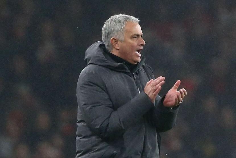 Mourinho Puji Stoke yang Berani Ladeni Permainan MU