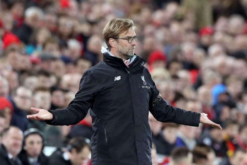 Kurang Sehat, Pelatih Liverpool Dilarikan ke Rumah Sakit
