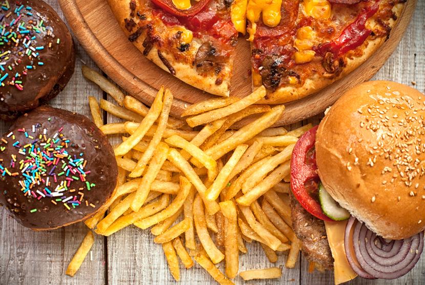 Junk food atau makanan tidak sehat. Ilustrasi