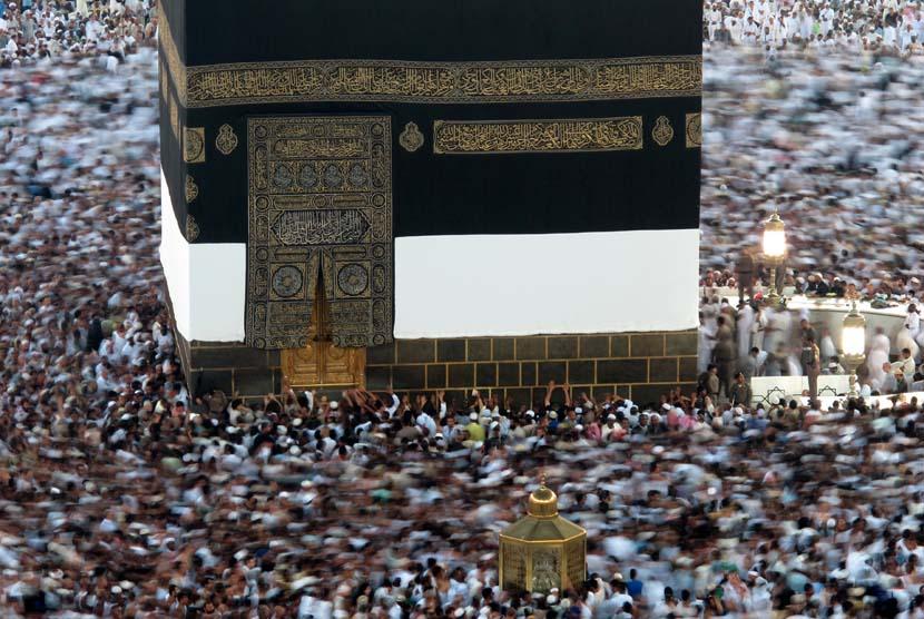 Kabah di Masjidil Haram Makkah, Arab Saudi, Selasa (23/10).  (Hassan Ammar/AP)