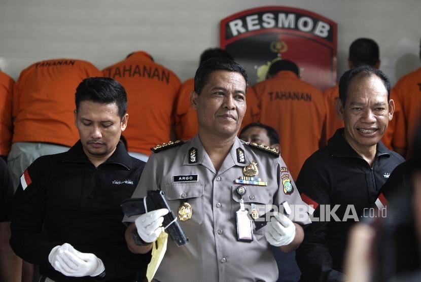 Kabid Humas Polda Metro Jaya Kombes Raden Prabowo Argo Yuwono (tengah).