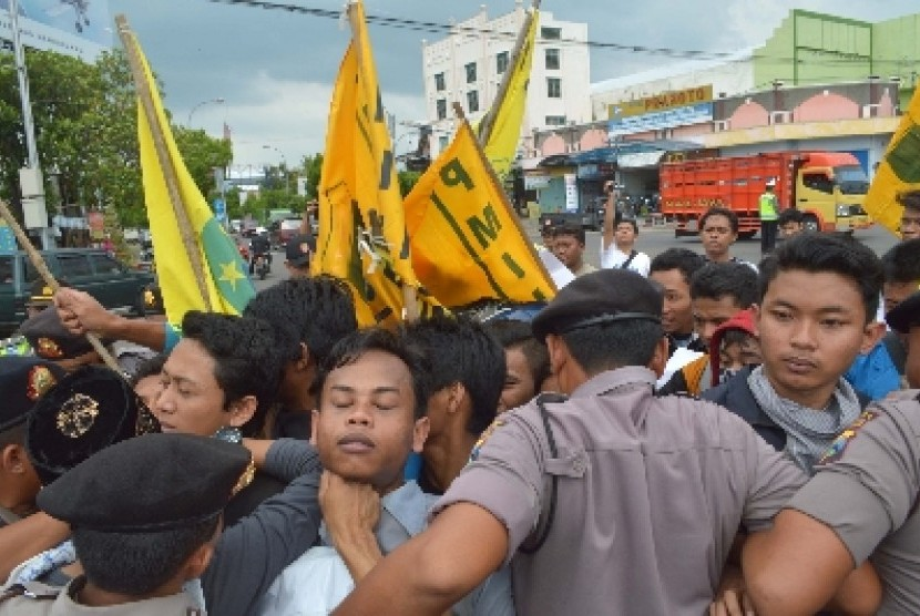 Kecewa dengan Pemerintahan Jokowi-JK, Mahasiswa di Medan Demo