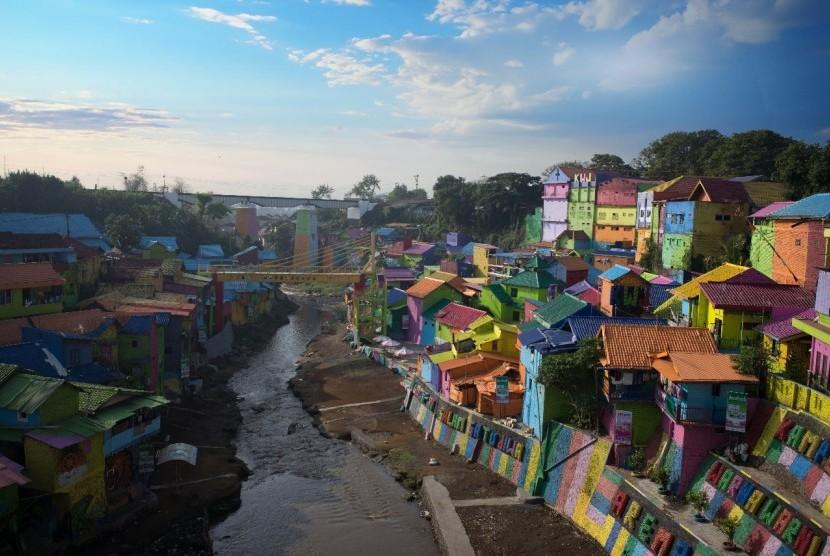 Kampung Warna-Warni, salah satu konsep CSR INDANA.