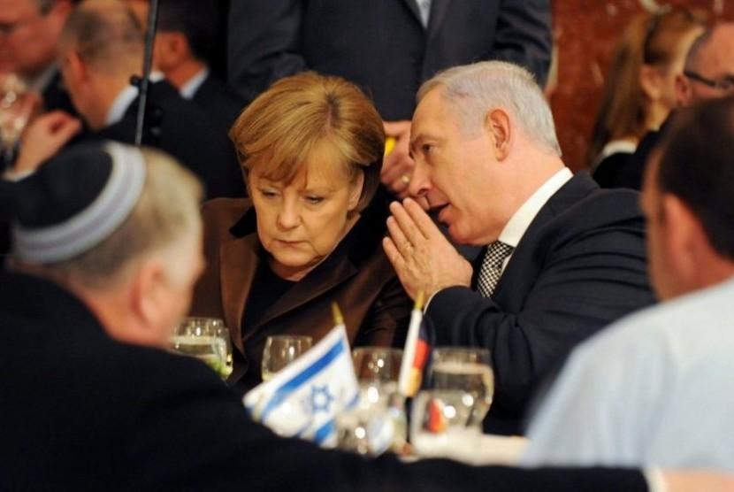 Kanselor Jerman Angela Merkel dan Perdana Menteri Israel, Benjamin Netanyahu di Yerusalem pada awal 2011.