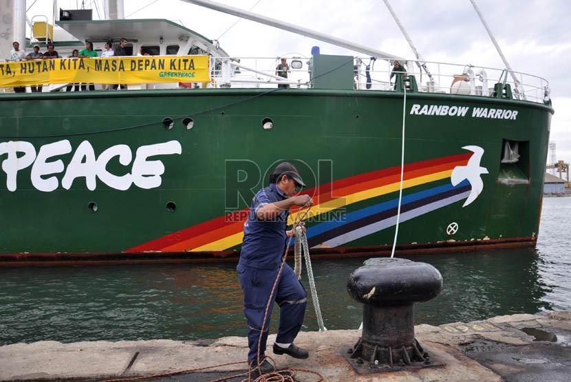 Kapal Greenpeace Rainbow Warrior.