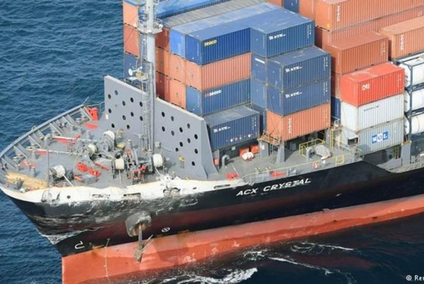 kapal kargo elektrik cina.