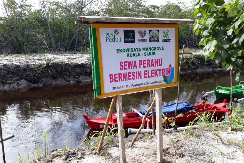 Kapal listrik di Desa Sijuk, Belitung.