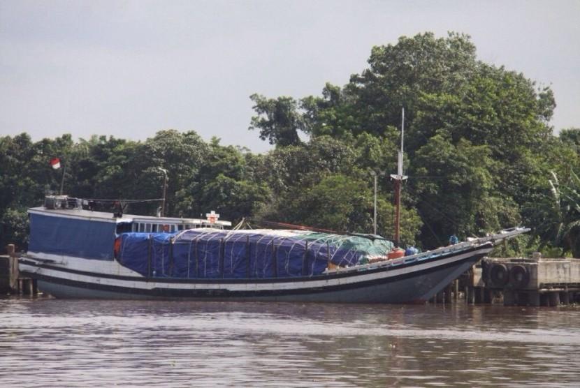 Kapal penyelundup rotan yang diringkus Bea Cukai Kalimantan Barat