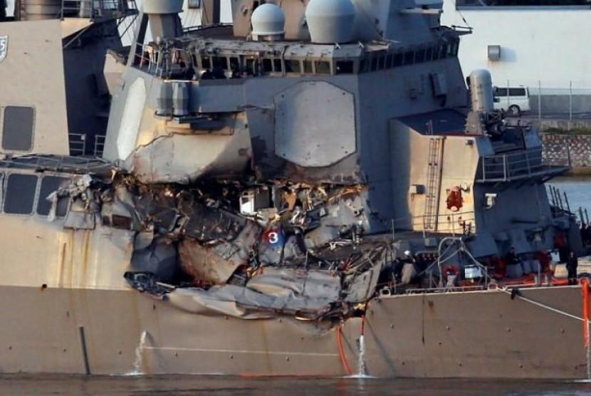 Kapal perusak Angkatan Laut Amerika Serikat bertabrakan dengan sebuah kapal dagang berbendera Filipina di selatan Teluk Tokyo, Jepang pada Sabtu pagi, (17/6)