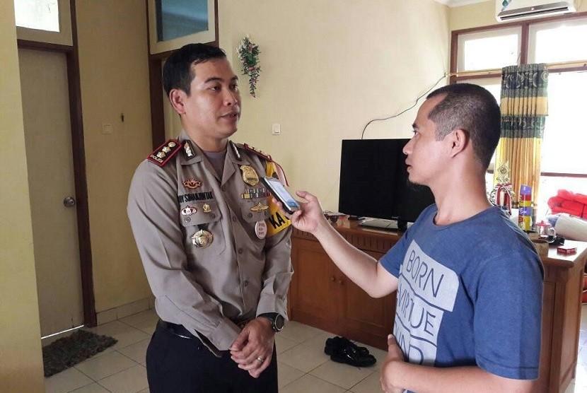 Kapolres Kepulauan Seribu, AKBP Boy R Simanjuntak, menyampaikan kondisi peroses pemungutan suara, Rabu (19/4). Menurutnya semua proses berjalan lancar.