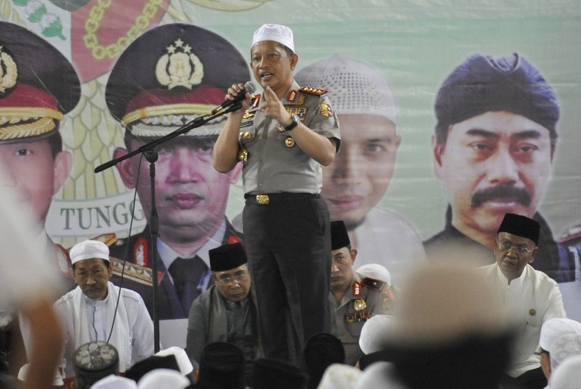 Kapolri Jenderal Tito Karnavian (tengah) berpidato pada acara Istigosah Ulama, Umaro dan Masyarakat Banten di Mesjid Albantani, di Serang, Banten (Ilustrasi)