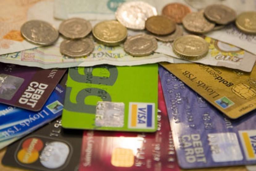 Kartu kredit versus uang tunai
