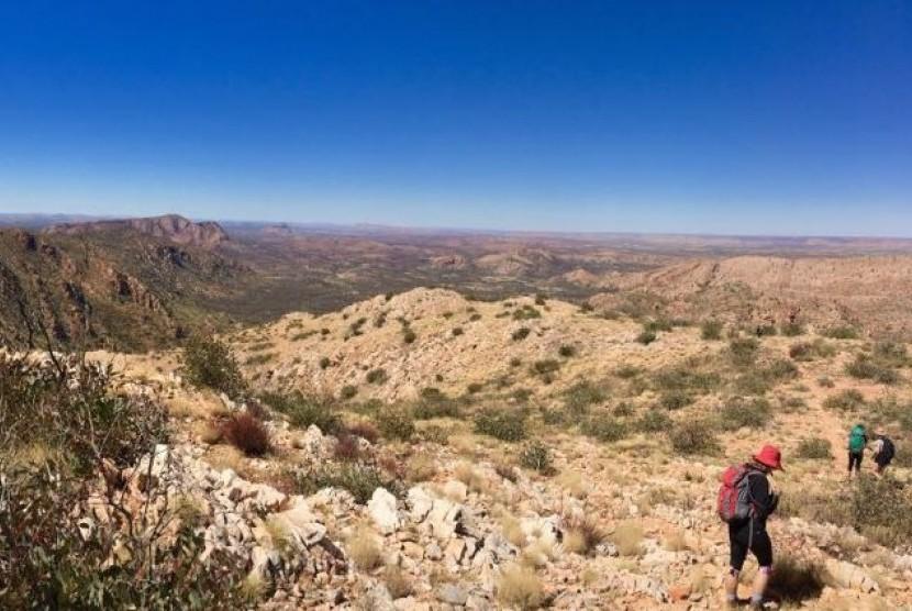 Kawasan hiking The Larapinta Trail di Australia Tengah.