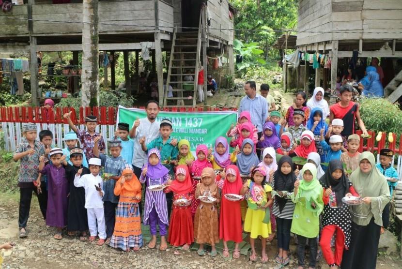 Kebahagiaan anak-anak Dusun Era Batu merayakan Idul Kurban 1437 H bersama  BMH Sulawesi Barat.