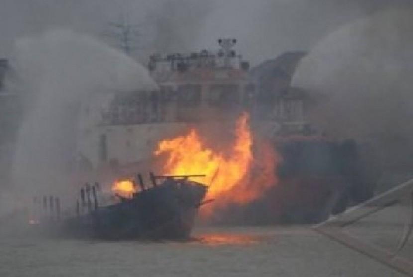 Kebakaran Kapal /ilustrasi