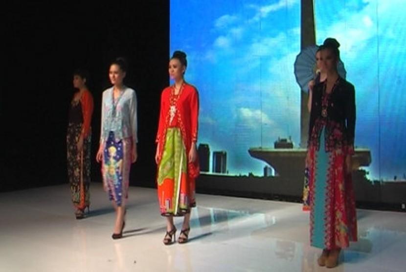Kebaya encim -Legenda Betawi- karya rancangan Inez Mardiana