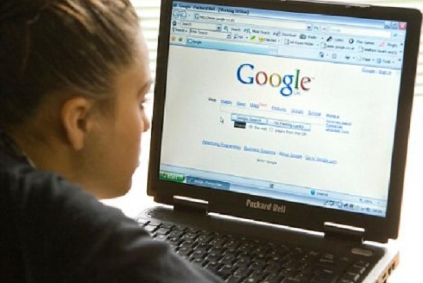 Memanfaatkan internet untuk menambah penghasilan (Ilustrasi)