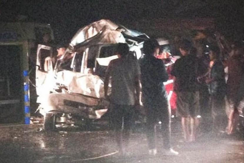 Kecelakaan beruntun di tol Jagorawi yang melibatkan anak Ahmad Dhani Ahmad Abdul Qodir Jaelani alias Dul. Dalam kejadian ini enam orang tewas