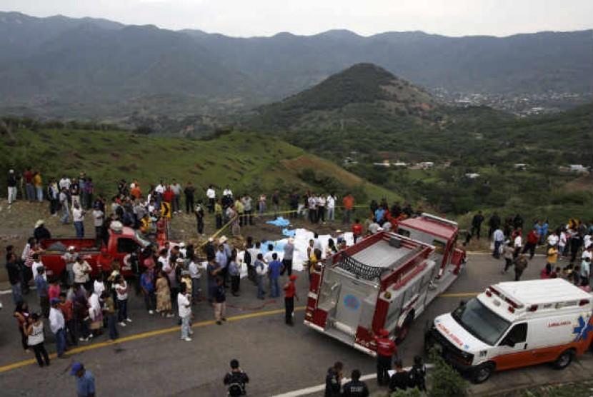 Kecelakaan bus mengakibatkan sedikitnya 32 orang tewas di barat daya negara bagian Guerrero, Meksiko, Ahad (24/6).
