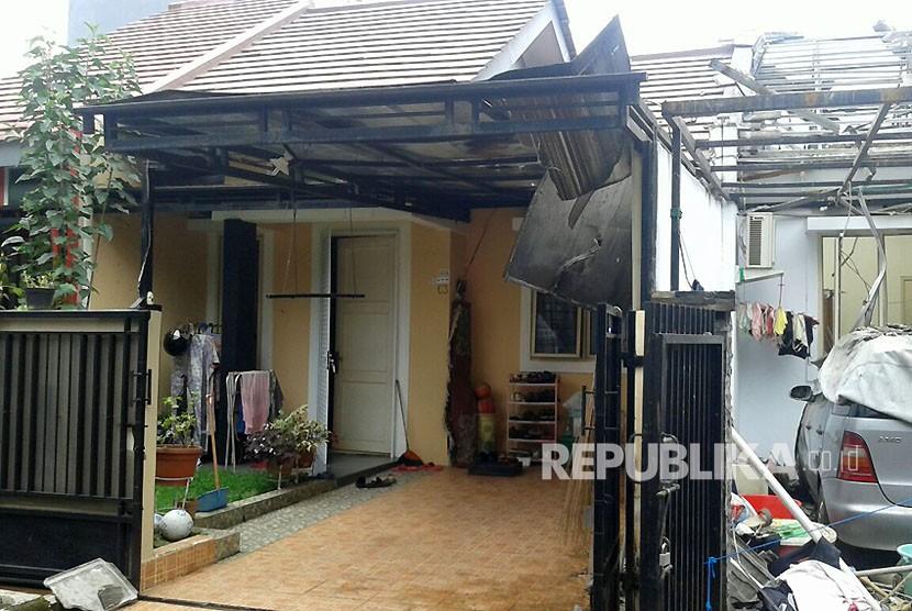 Kediaman keluarga Halim di Perumahan Cimanggu Blok C2 RT 02/ 16 Kel. Kedungwaringin, Kec. Tanahsareal, Kota Bogor porak poranda akibat ledakan saluran gas yang terlepas dan terbakar, Rabu (14/2) siang.