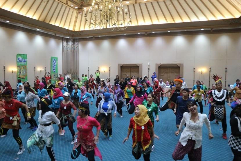 Kegiatan menari zumba di Hotel Sahid Jaya Solo.