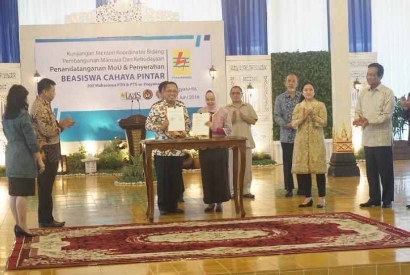 Lazis PLN Salurkan Beasiswa Cahaya Pintar Rp 40 Miliar