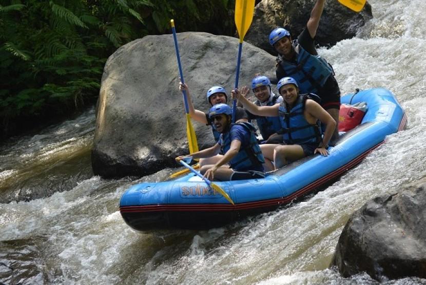 Kegiatan Rafting wisatawan Timur Tengah bersama dengan Kementerian Pariwisata di kawasan Ubud, Bali.