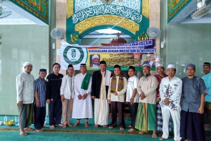 Kegiatan tabligh akbar di Masjid Jami Al Intizhom, Jakarta Utara, Rabu (17/5).
