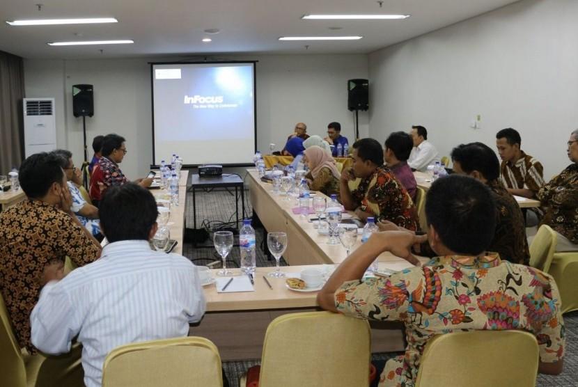 Kementerian Agama akan menggandeng Al Arabiyya Institute UIN Sunan Ampel Surabaya dalam pelaksanaan Program Beasiswa Studi 5.000 Doktor Dalam Negeri tahun 2018.