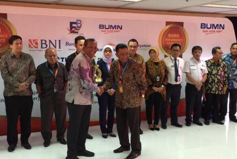 Kementerian BUMN melalui Forum Ekselen BUMN menganugerahkan penghargaan BUMN Performance Excellence Award 2017 kepada PT RNI.