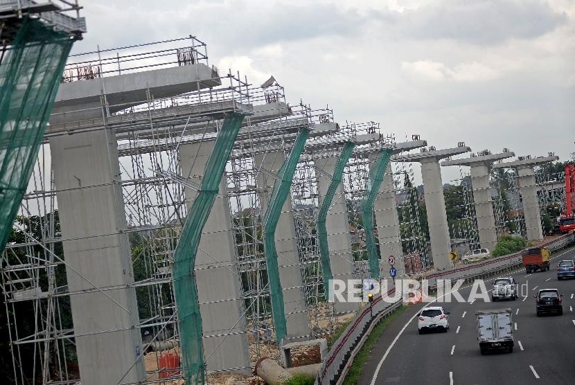 proyek pembangunan tiang penyangga jalur transportasi Light Rail Transit (LRT) / Ilustrasi