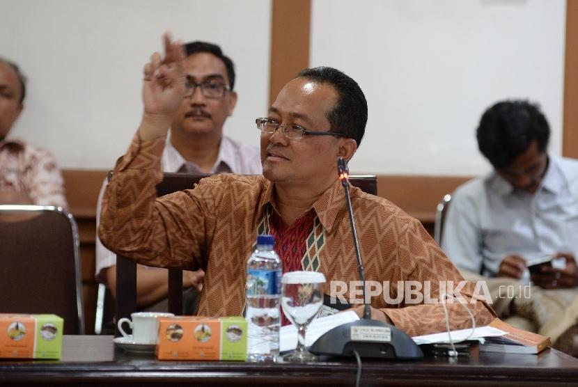 Kepala Bagian Perancangan Peraturan Perundang-Undangan Kemenag Imam Syaukani menanggapi penjelasan Ombudsman tentang hasil kajian tentang Jaminan Produk Halal (JPH), Jakarta, Selasa (22/11).