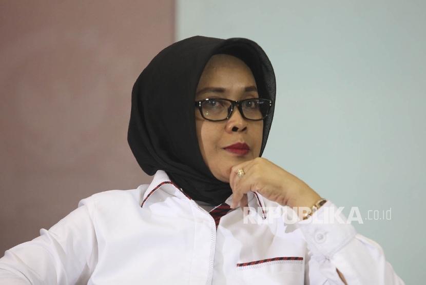 Kepala BPHN Kemenkum HAM Enny Nurbaningsih saat menjadi pembicara dalam diskusi di Kompleks Parlemen, Senayan, Jakarta, Selasa (15/3).
