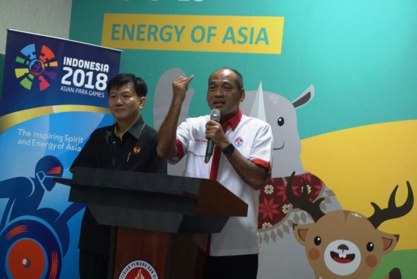 Kepala Deputi IV Kemenpora Mulyana (kanan).