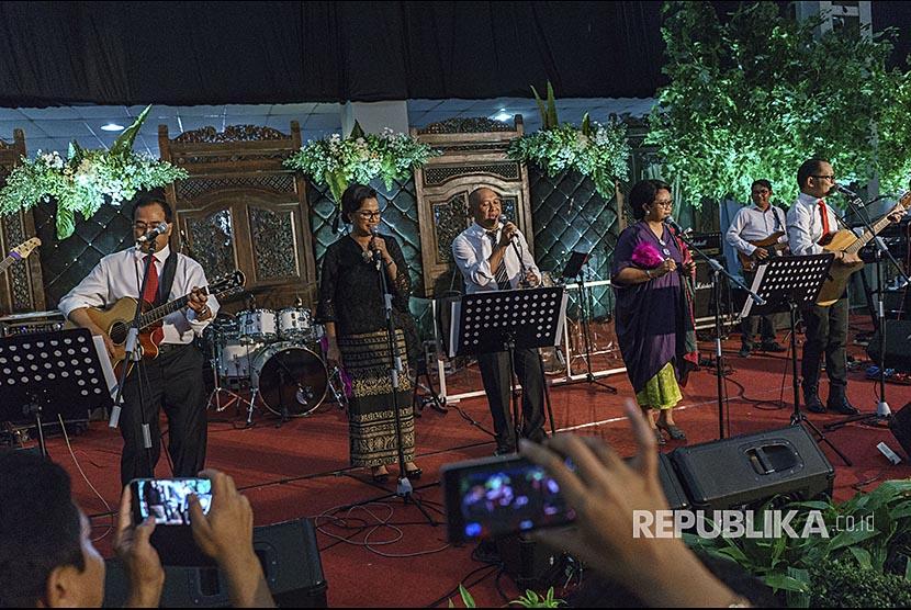 Elek Yo Band, Grup Musik Para Menteri Kebanjiran Undangan
