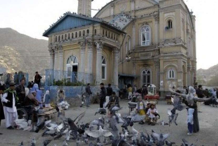 Masjid 9 Kubah Ini Berlapis Batu Lazuli Berwarna Biru