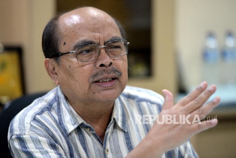 Ketua Badan Amil Zakat Nasional (BAZNAS) Bambang Sudibyo memberikan paparan saat silaturahim ke Republika, Jakarta, Kamis (13/7).