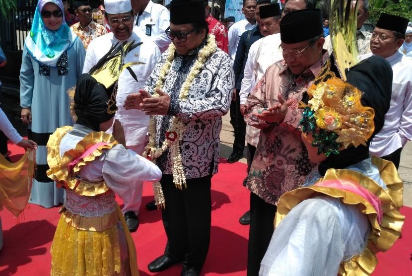 Ketua DPD RI, Oesman Sapta Odang meresmikan Masjid Bait Nusantara di kawasan Kelapa Nunggal, Jonggol Kabupaten Bogor Jawa Barat, Kamis (13/10).