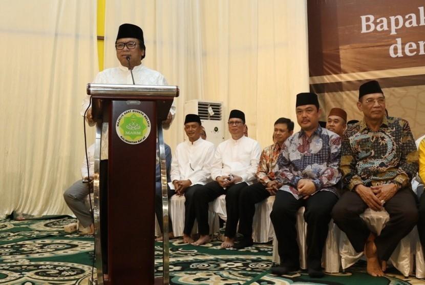Ketua DPD RI Oesman Sapta, Sabtu (17/6) lalu, menyelenggarakan acara buka bersama masyarakat dan tokoh Pontianak di Rumah Adat Melayu