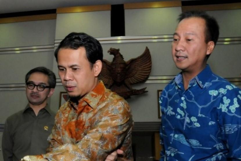 Ketua DPP Partai Golkar Agus Gumiwang Kartasasmita (kanan)