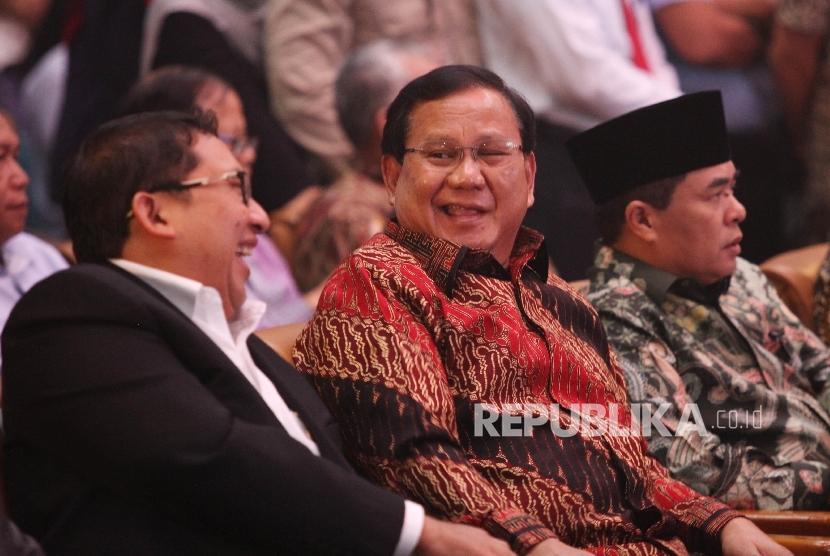 Ketua Umum Pertai Gerindra Prabowo Subianto (tengah) dan Wakil Ketua Umum Gerindra Fadli Zon (kiri).