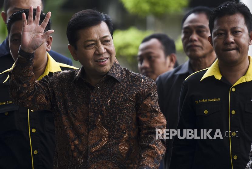 Ketua DPR Setya Novanto (kiri).