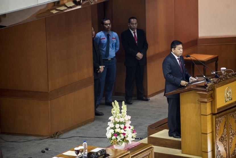 Ketua DPR Setya Novanto menyampaikan pidatonya saat pembukaan sidang Paripurna ke-24 DPR di Gedung Nusantara II, Kompleks Parlemen, Senayan, Jakarta, Kamis (18/5).