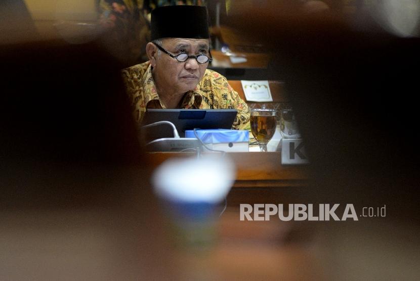 Ketua KPK Agus Raharjo mengikuti rapat dengar pendapat dengan Komisi III DPR di Kompleks Parlemen, Senayan, Jakarta, Selasa (26/9)