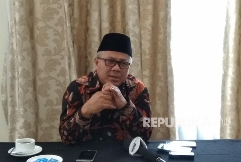 Ketua KPU, Arief Budiman, ketika memberikan pernyataan kepada media di kawasan Kuningan, Jakarta Selatan, Selasa (20/3).