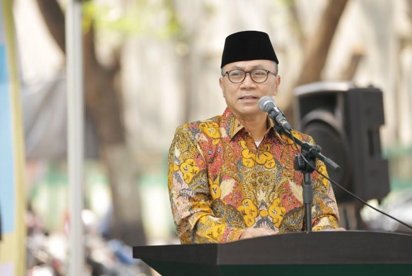 Ketua MPR RI, Zulkifli Hasan, menyampaikan pidatonya saat bersilaturahim Pondok Pesantren Asshiddiqiyah, Jakarta, Ahad (3/9).